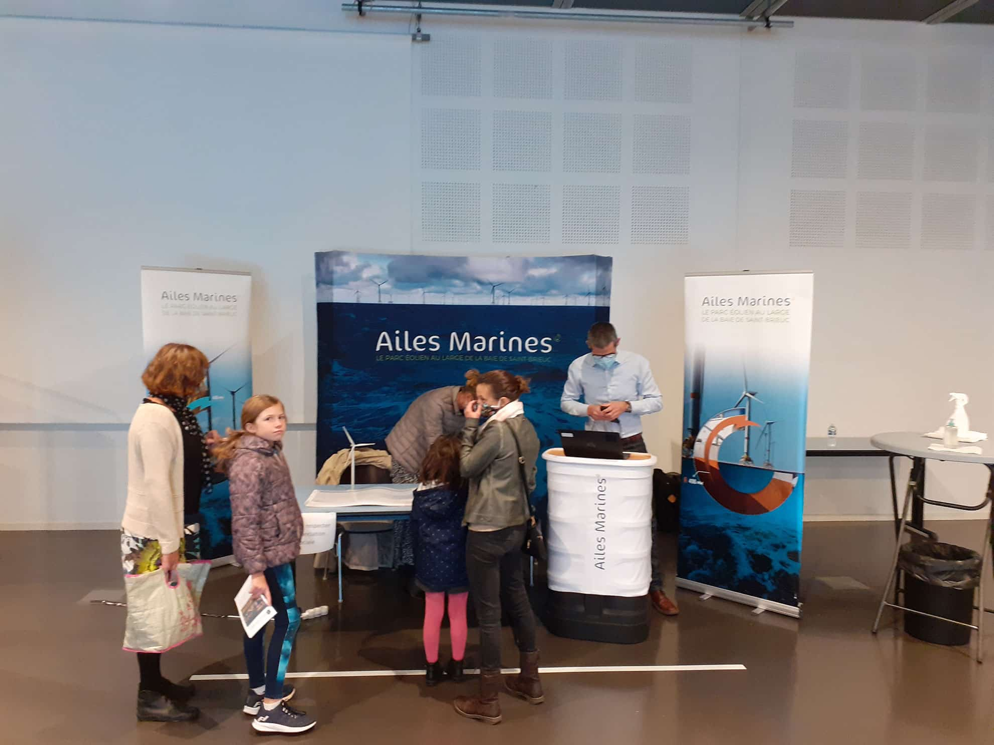 ailes-marines-stand-presentation